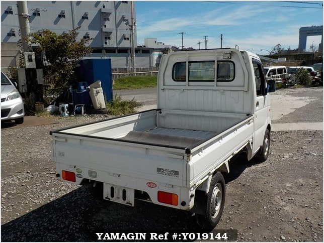 It is a picture of the white suzuki carry truck in 2004,Sub Photo 2 Stock No.Y019144