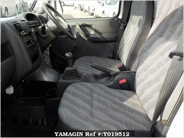 It is a picture of the silver suzuki carry truck in 2012,Sub Photo 9 Stock No.Y019512