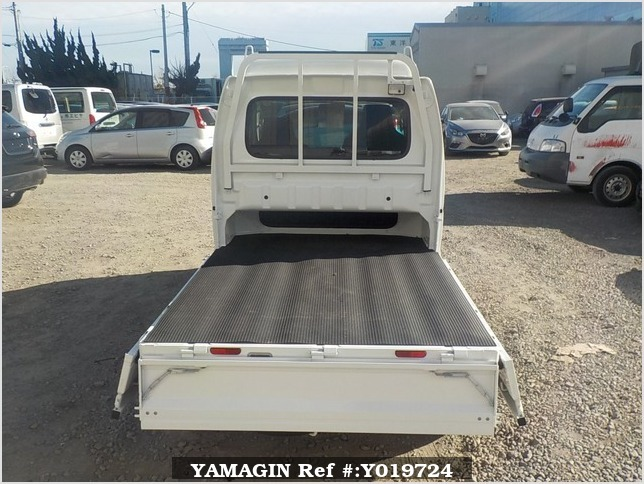 It is a picture of the white suzuki carry jumbo in 2018,Sub Photo 4 Stock No.Y019724