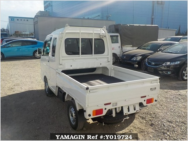 It is a picture of the white suzuki carry jumbo in 2018,Sub Photo 3 Stock No.Y019724