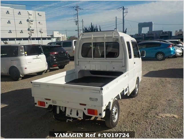 It is a picture of the white suzuki carry jumbo in 2018,Sub Photo 2 Stock No.Y019724