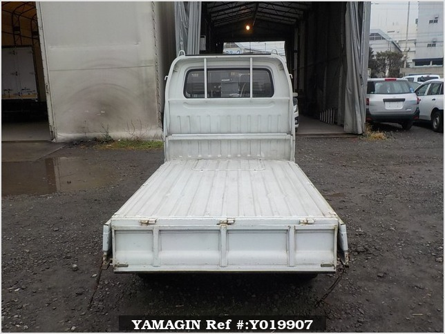 It is a picture of the white suzuki carry truck in 1992,Sub Photo 4 Stock No.Y019907