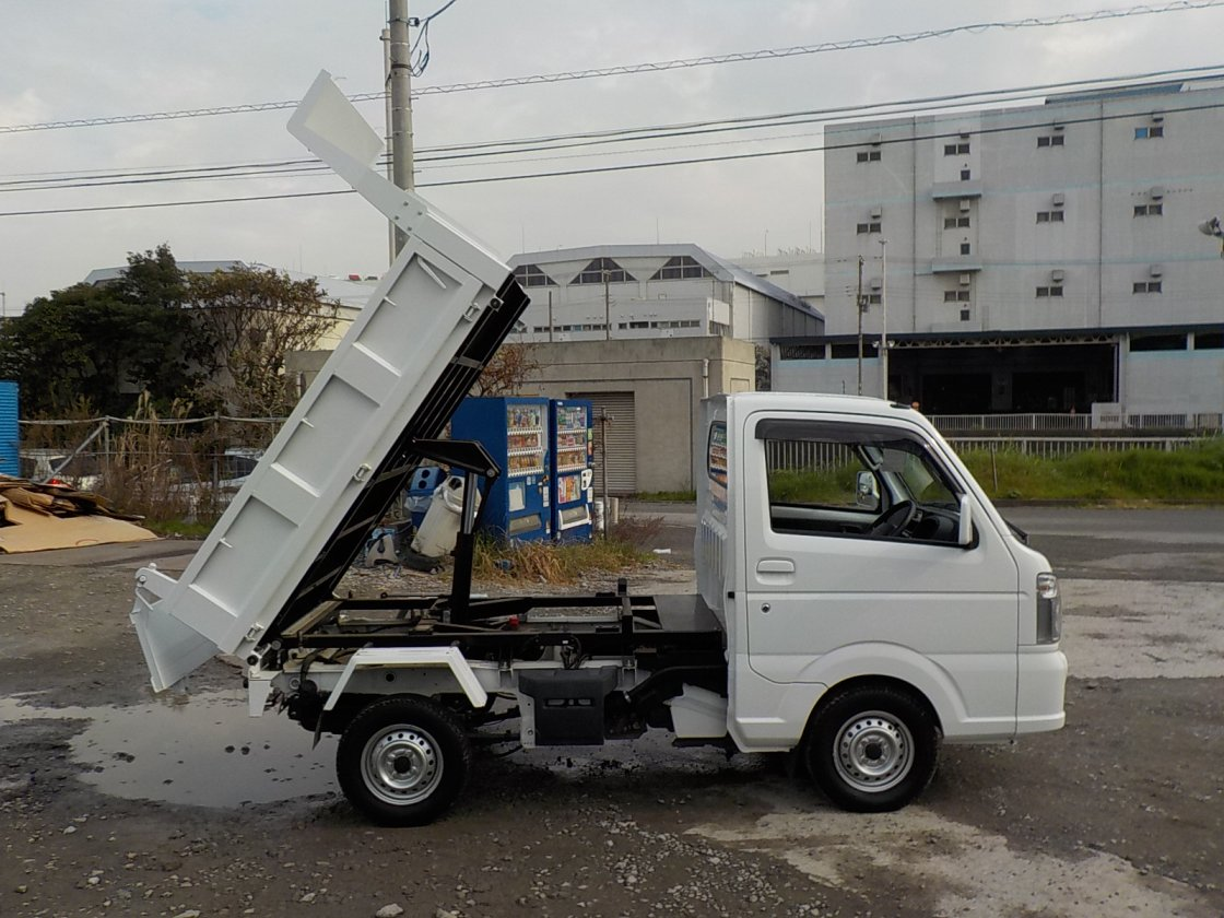 It is a picture of the white mitsubishi minicab dump in 2014,First Photo Stock No.Y020067