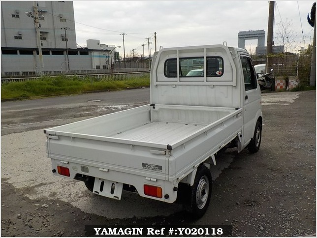 It is a picture of the white suzuki carry truck in 2006,Sub Photo 2 Stock No.Y020118