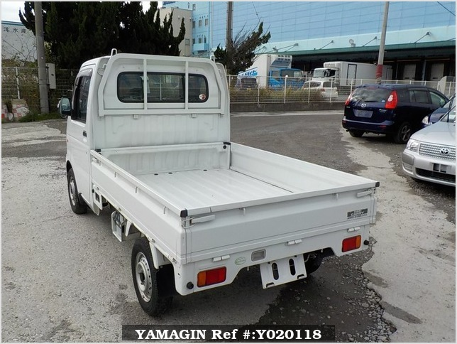It is a picture of the white suzuki carry truck in 2006,Sub Photo 3 Stock No.Y020118