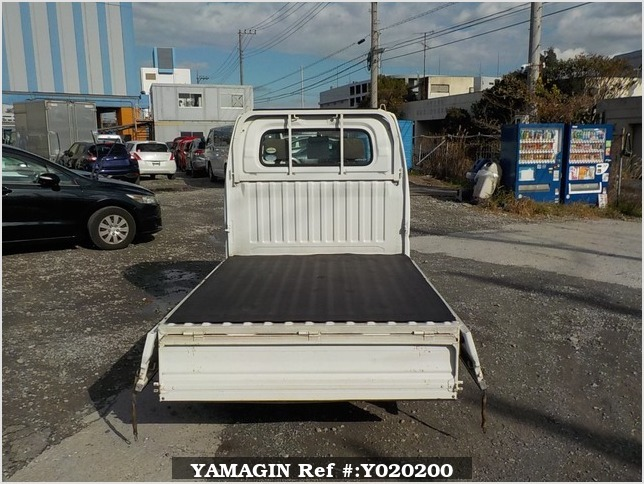It is a picture of the white mitsubishi minicab truck in 2005,Sub Photo 4 Stock No.Y020200
