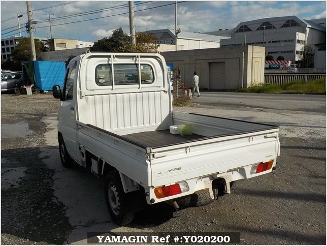 It is a picture of the white mitsubishi minicab truck in 2005,Sub Photo 3 Stock No.Y020200