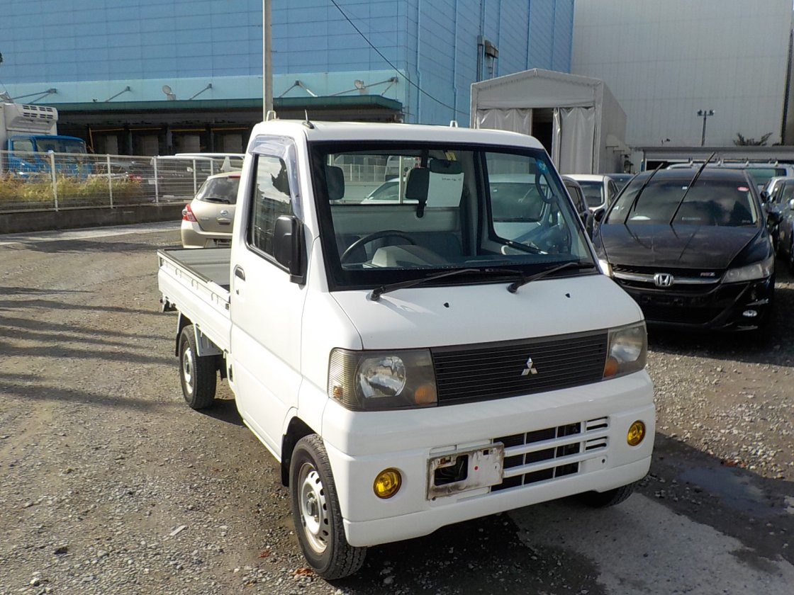 It is a picture of the white mitsubishi minicab truck in 2005,First Photo Stock No.Y020200