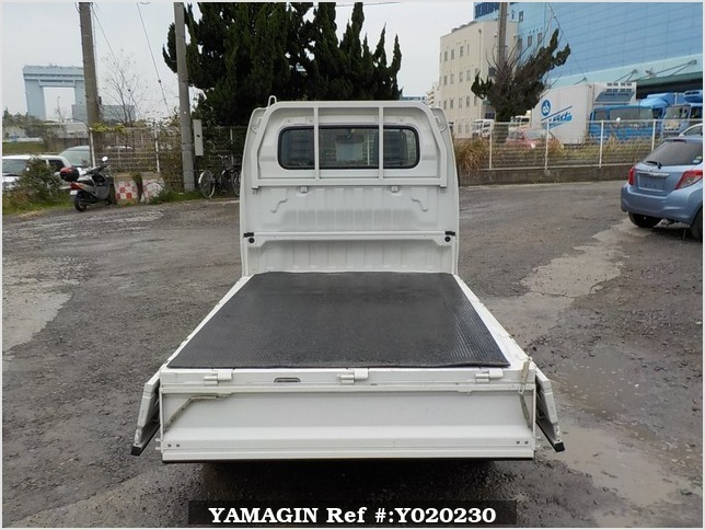 It is a picture of the white suzuki carry truck in 2009,Sub Photo 4 Stock No.Y020230