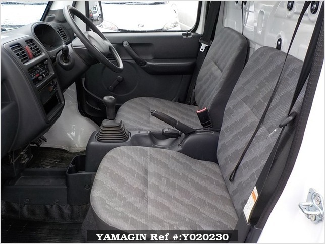 It is a picture of the white suzuki carry truck in 2009,Sub Photo 10 Stock No.Y020230