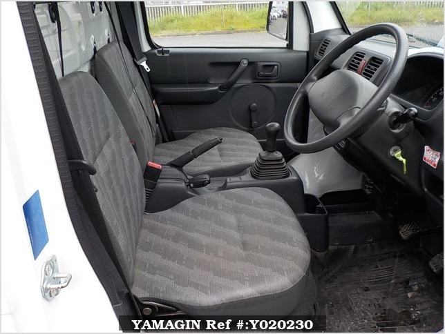 It is a picture of the white suzuki carry truck in 2009,Sub Photo 9 Stock No.Y020230