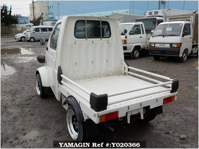 It is a picture of the  white   daihatsu midget ii truck in 1996,Sub Photo 3 Stock No.Y020366