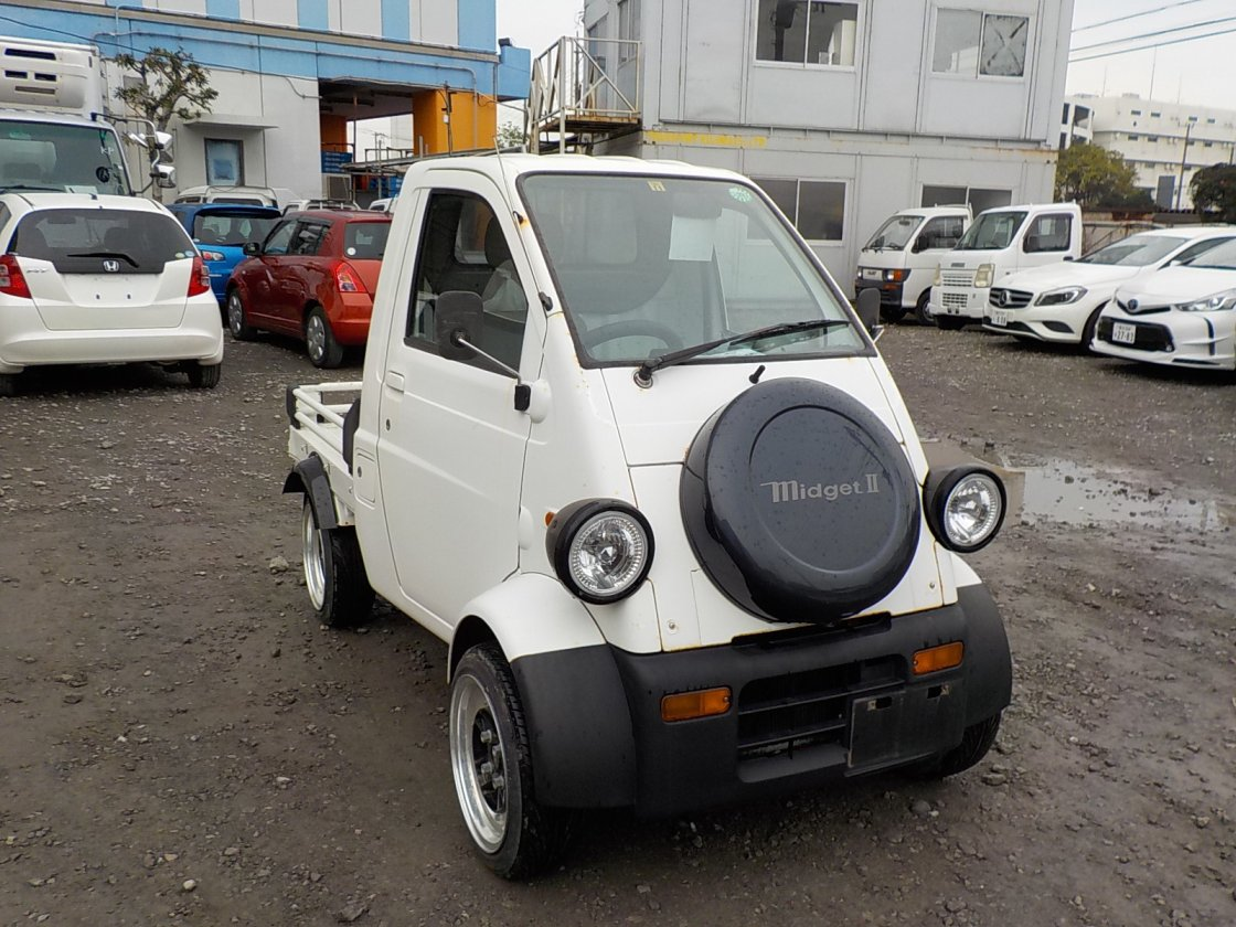 It is a picture of the  white   daihatsu midget ii truck in 1996,First Photo Stock No.Y020366