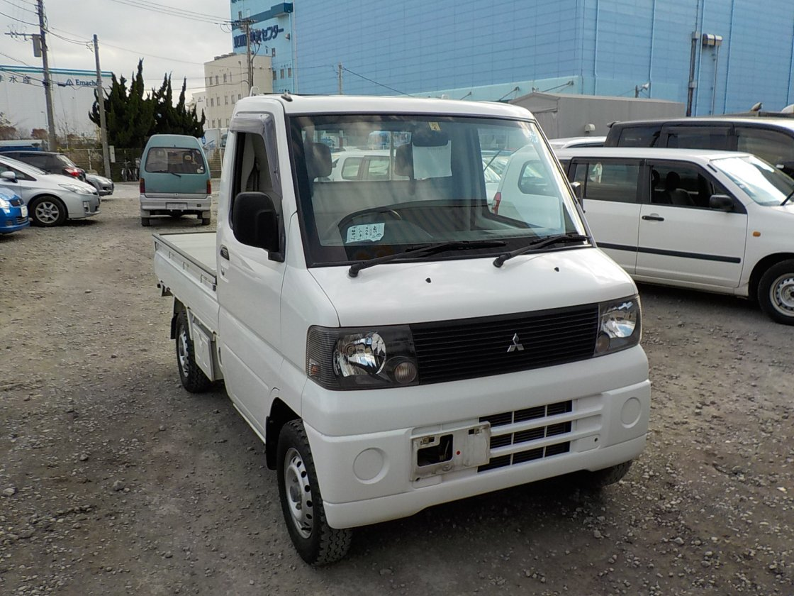 It is a picture of the white mitsubishi minicab truck in 2001,First Photo Stock No.Y020536