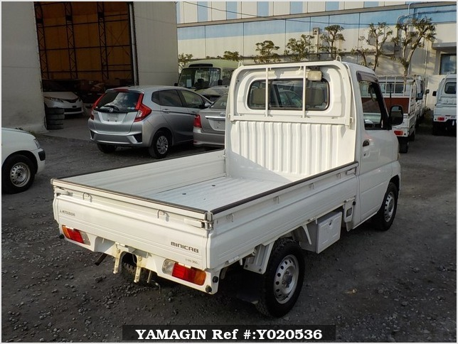 It is a picture of the white mitsubishi minicab truck in 2001,Sub Photo 2 Stock No.Y020536