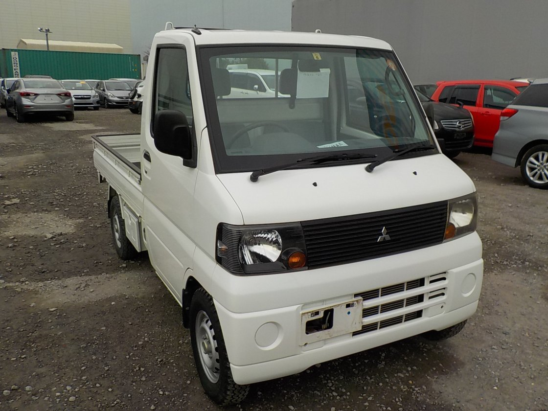 It is a picture of the white mitsubishi minicab truck in 2007,First Photo Stock No.Y020636