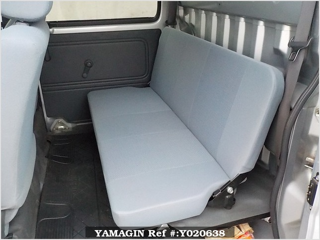 It is a picture of the silver daihatsu hijet deck van in 2006,Sub Photo 11 Stock No.Y020638