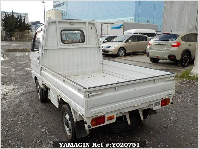 It is a picture of the white mitsubishi minicab truck in 1994,Sub Photo 3 Stock No.Y020751