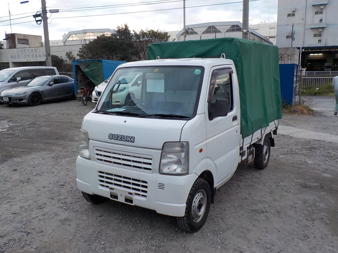 It is a picture of the white suzuki carry truck in 2003,First Photo Stock No.Y020766