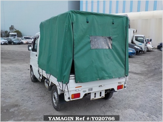 It is a picture of the white suzuki carry truck in 2003,Sub Photo 3 Stock No.Y020766