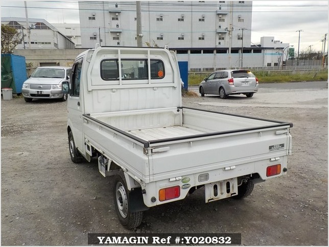It is a picture of the white suzuki carry truck in 2005,Sub Photo 3 Stock No.Y020832