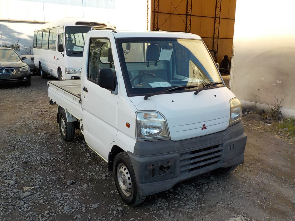 It is a picture of the white mitsubishi minicab truck in 1999,First Photo Stock No.Y020921