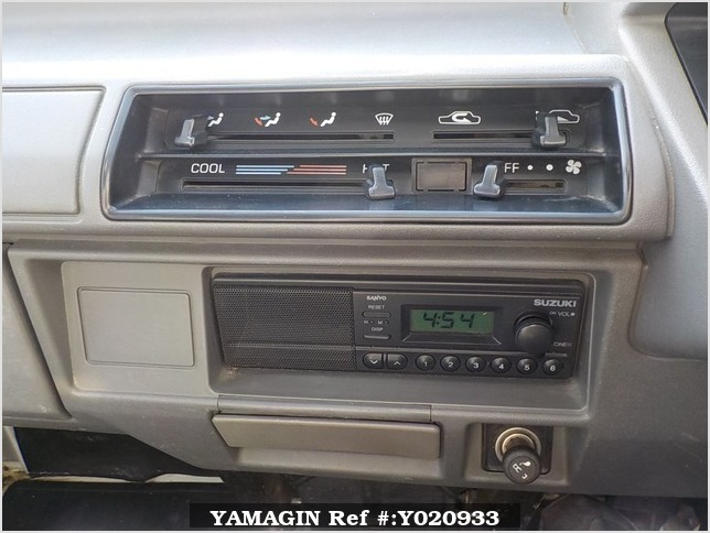 It is a picture of the white suzuki carry truck in 1990,Sub Photo 6 Stock No.Y020933