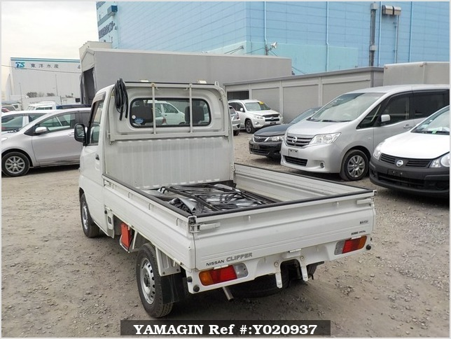 It is a picture of the white nissan clipper truck in 2004,Sub Photo 3 Stock No.Y020937