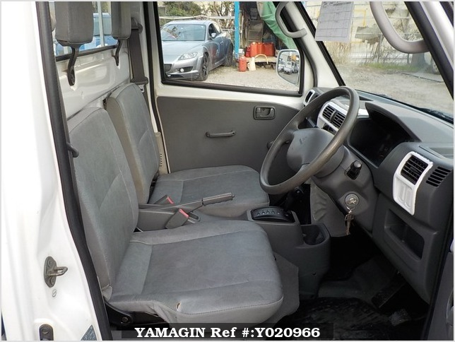 It is a picture of the white mitsubishi minicab truck in 2003,Sub Photo 9 Stock No.Y020966
