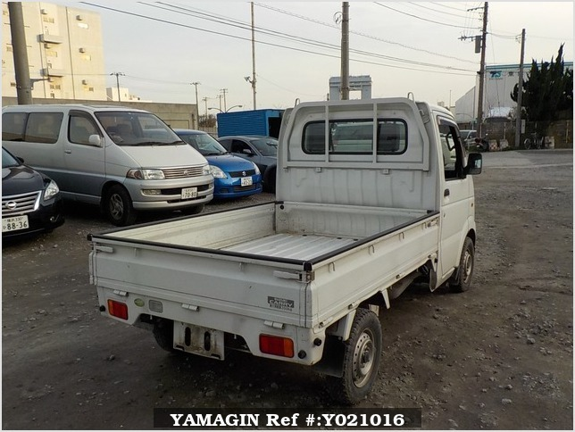It is a picture of the white suzuki carry truck in 2007,Sub Photo 2 Stock No.Y021016