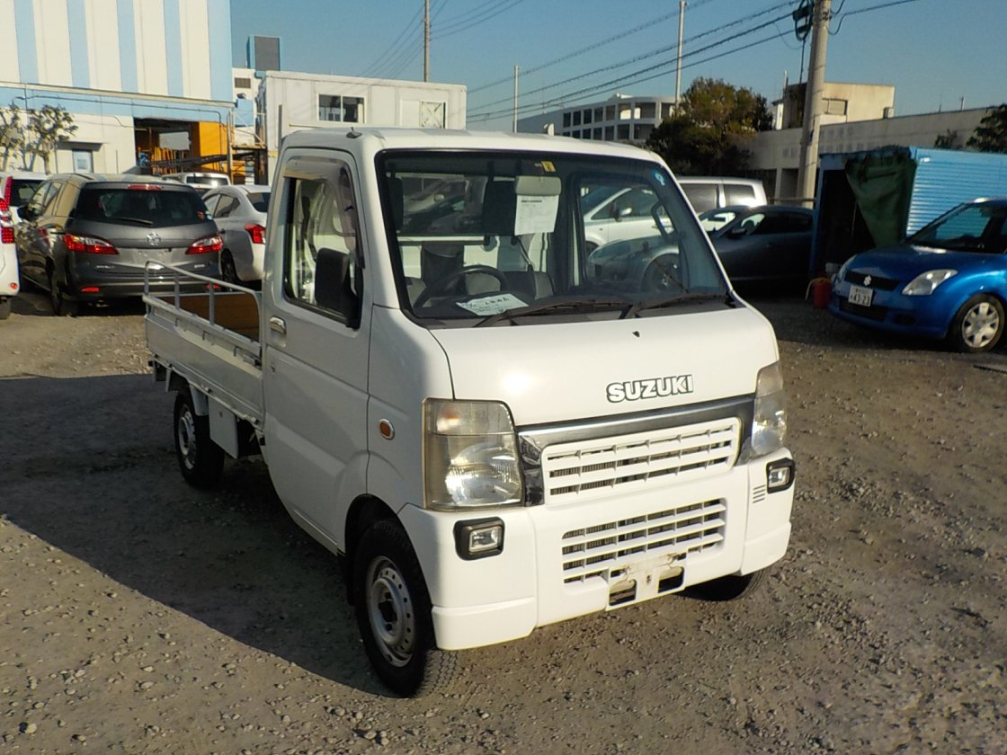It is a picture of the white suzuki carry truck in 2004,First Photo Stock No.Y021030