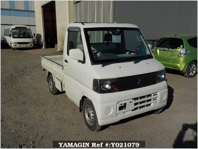 It is a picture of the white mitsubishi minicab truck truck in 2002,Sub Photo 0 Stock No.Y021079