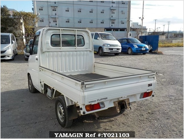 It is a picture of the white nissan clipper truck in 2003,Sub Photo 3 Stock No.Y021103