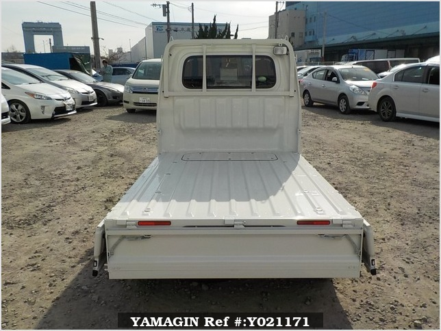 It is a picture of the white daihatsu hijet  truck in 2018,Sub Photo 4 Stock No.Y021171