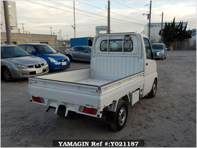 It is a picture of the white nissan clipper  truck in 2004,Sub Photo 2 Stock No.Y021187