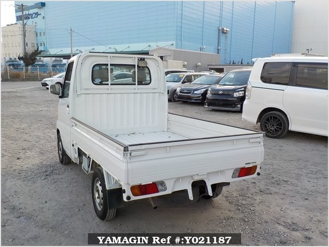 It is a picture of the white nissan clipper  truck in 2004,Sub Photo 3 Stock No.Y021187
