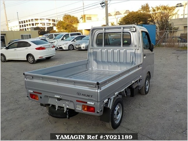 It is a picture of the silver daihatsu hijet truck in 2018,Sub Photo 2 Stock No.Y021189