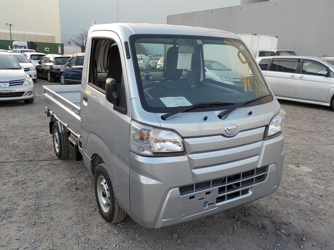 It is a picture of the silver daihatsu hijet truck in 2018,First Photo Stock No.Y021189
