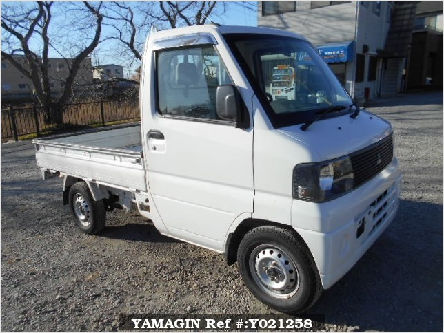 It is a picture of the white mitsubishi minicab truck in 2001,Sub Photo 0 Stock No.Y021258