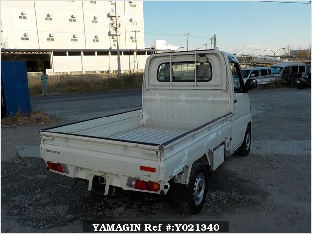 It is a picture of the white mitsubishi minicab truck in 2006,Sub Photo 2 Stock No.Y021340