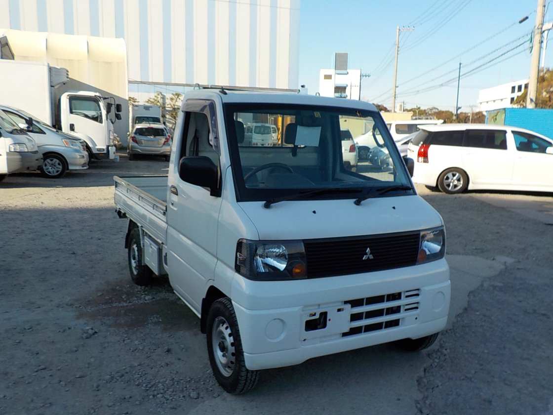 It is a picture of the white mitsubishi minicab truck in 2006,First Photo Stock No.Y021340