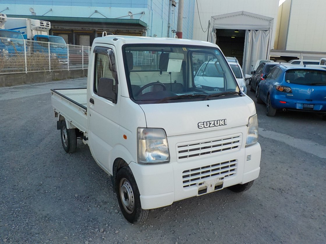 It is a picture of the white suzuki carry truck in 2006,First Photo Stock No.Y021348