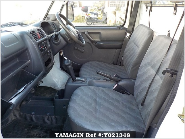 It is a picture of the white suzuki carry truck in 2006,Sub Photo 10 Stock No.Y021348