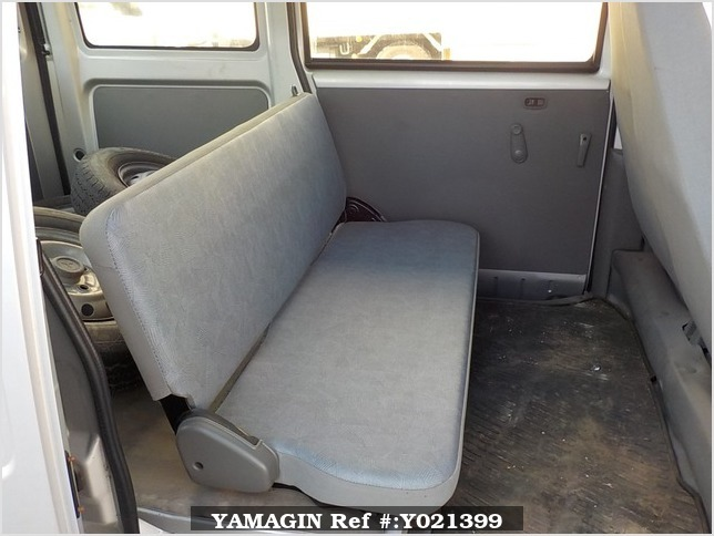 It is a picture of the silver mitsubishi minicab passenger van in 2002,Sub Photo 11 Stock No.Y021399