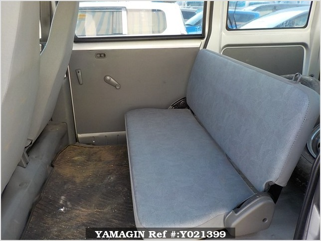 It is a picture of the silver mitsubishi minicab passenger van in 2002,Sub Photo 12 Stock No.Y021399