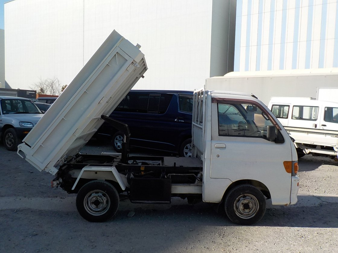 It is a picture of the white daihatsu hijet  dump in 1994,First Photo Stock No.Y021437