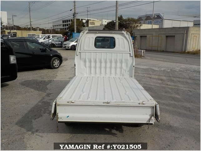 It is a picture of the white suzuki carry truck in 2001,Sub Photo 4 Stock No.Y021505