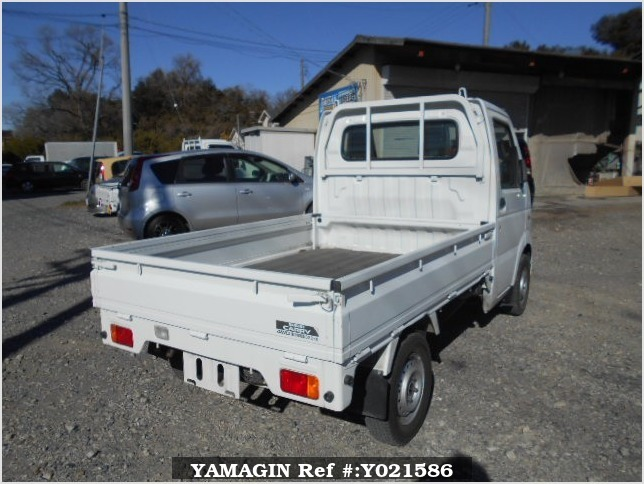 It is a picture of the white suzuki carry truck in 2005,Sub Photo 2 Stock No.Y021586