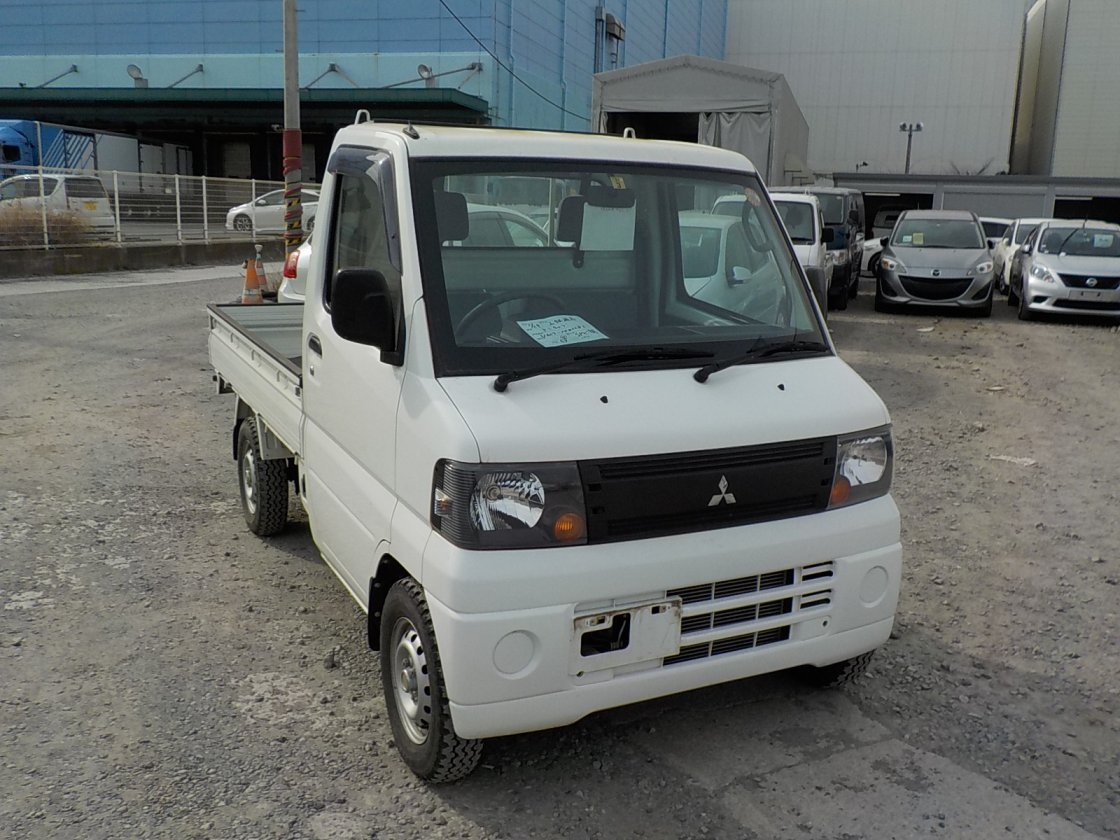 It is a picture of the white mitsubishi minicab truck in 2009,First Photo Stock No.Y021660