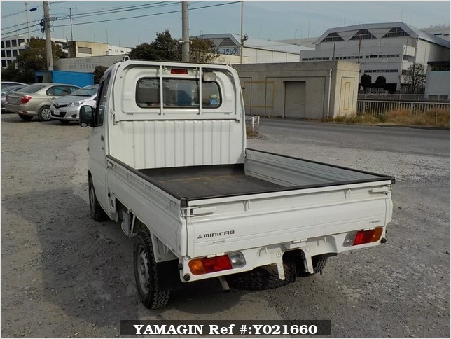It is a picture of the white mitsubishi minicab truck in 2009,Sub Photo 3 Stock No.Y021660